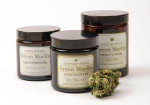 Entwicklung einer Produktlinie für CBD haltiges Cannabis, bestehend aus unterschiedlichen Produkten im Stil von Cannabisprodukten aus dem 19. Jahrhundert. Typografiedesign, typografische Gestaltung